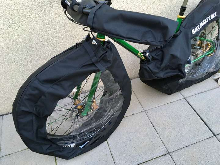 Front wheel cover.